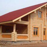 Строительство домов из бревна: сравнение сруба и оцилиндрованного бревна